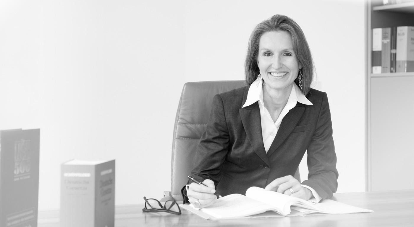 Rechtsanwältin Bettina Plaßmann-Robertz hat einen Beitrag zur Haftung des Geschäftsführers im EUROFORUM Jahrbuch 2017 veröffentlicht.